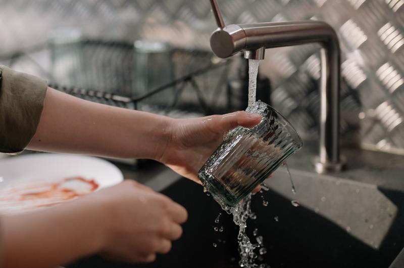 bere acqua del rubinetto abitudini italiani