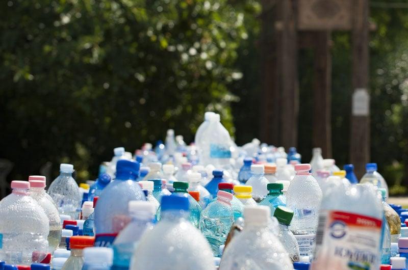 inquinamento-bottiglie-monouso